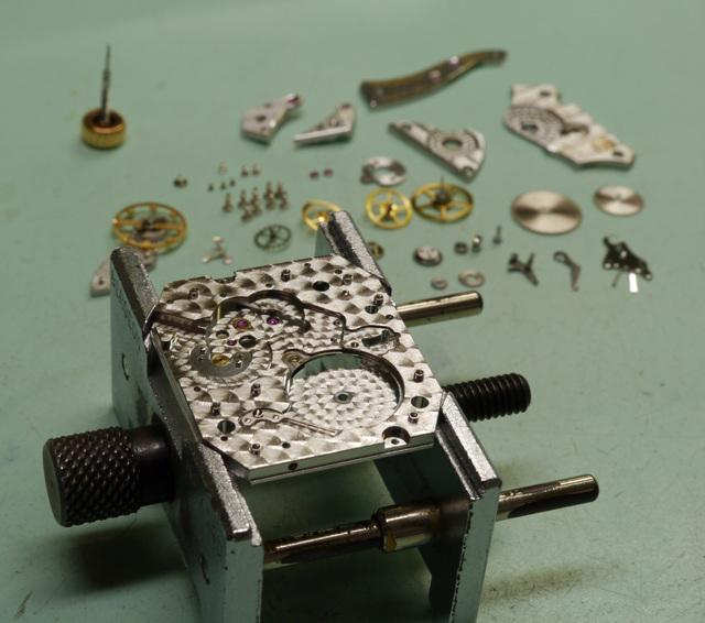時計分解イメージ