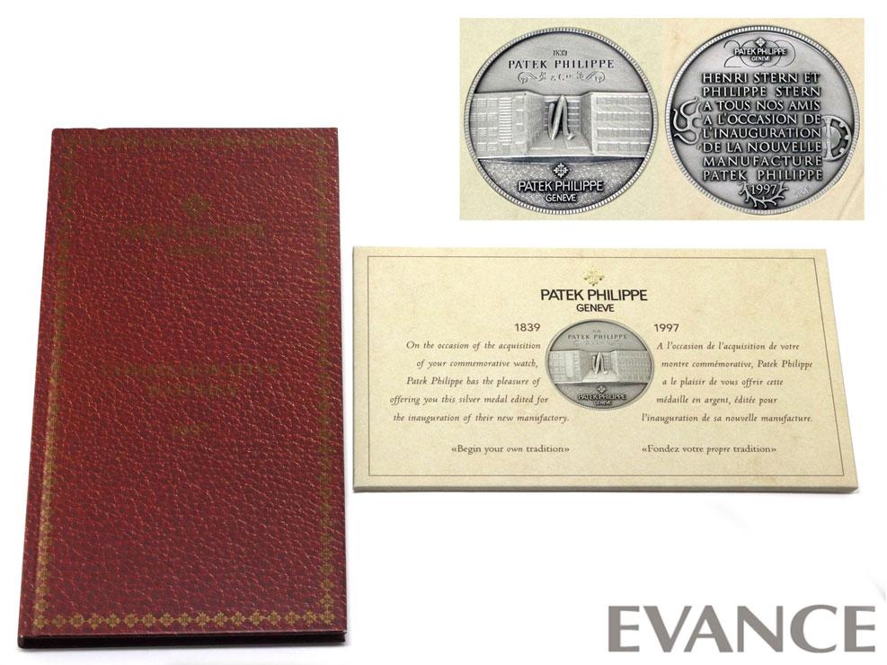 記念ブックレットとメダル